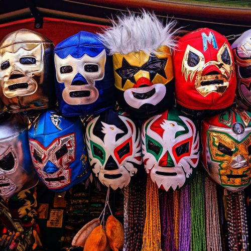 Authentisch sein oder ein hohes Maß an Authentizität sind wichtig. Wirf deine Masken weg